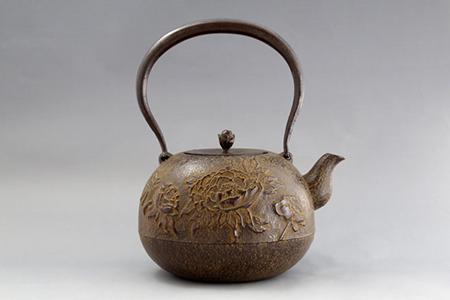 【ネット限定】南部鉄器 鉄瓶 丸型牡丹